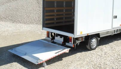 consegna e ritiro camion sponda idraulica